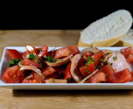 Tomaten-Fleischwurstsalat